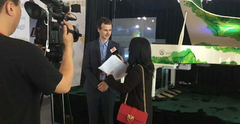 Prezentacja holograficznego pianisty podczas targów innowacji w Kantonie